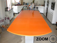 plan de travail cuisine-granit-quartz-compaq-orange-table.jpg
