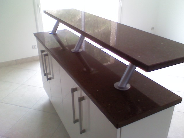 Tables bars am nagements tout pour votre int rieur en pierre quartz marbre granit for Plan snack bar cuisine